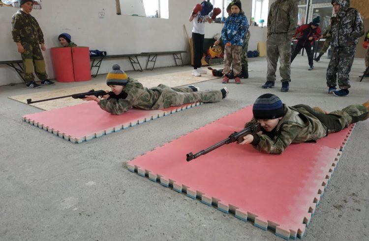Казачата села Надежда попробовали свои силы в армейском пятиборье